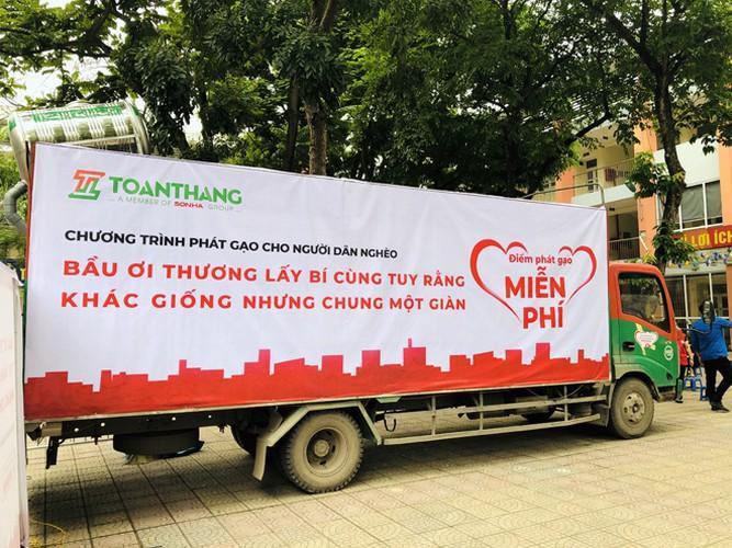 Cây 'ATM gạo' ở Phúc Xá phát tặng miễn phí hàng nghìn suất cho người dân Ảnh 6