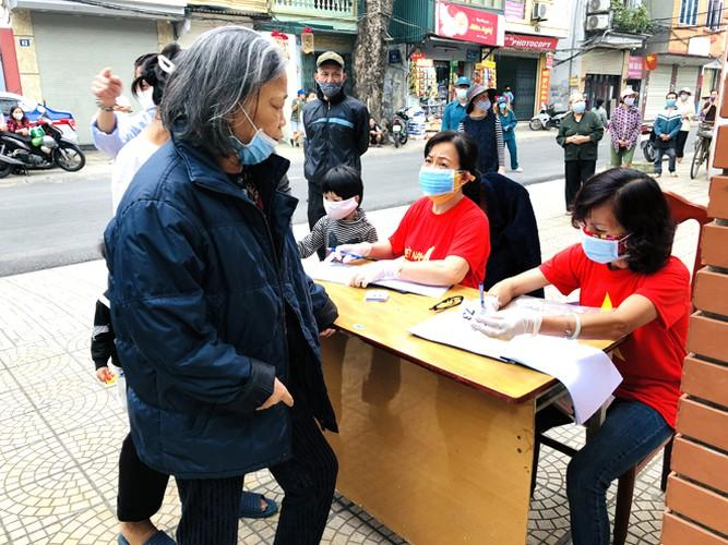 Cây 'ATM gạo' ở Phúc Xá phát tặng miễn phí hàng nghìn suất cho người dân Ảnh 3