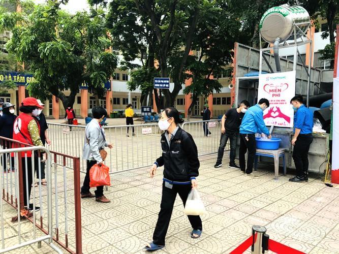 Cây 'ATM gạo' ở Phúc Xá phát tặng miễn phí hàng nghìn suất cho người dân Ảnh 9