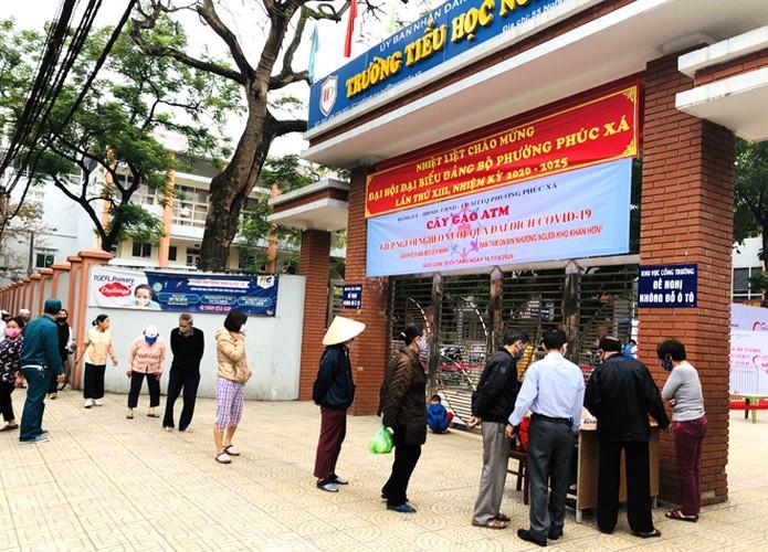 Cây 'ATM gạo' ở Phúc Xá phát tặng miễn phí hàng nghìn suất cho người dân Ảnh 1