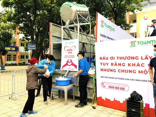 Cây 'ATM gạo' ở Phúc Xá phát tặng miễn phí hàng nghìn suất cho người dân Ảnh 10