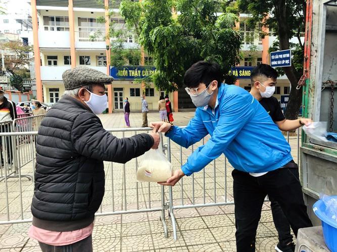 Cây 'ATM gạo' ở Phúc Xá phát tặng miễn phí hàng nghìn suất cho người dân Ảnh 8