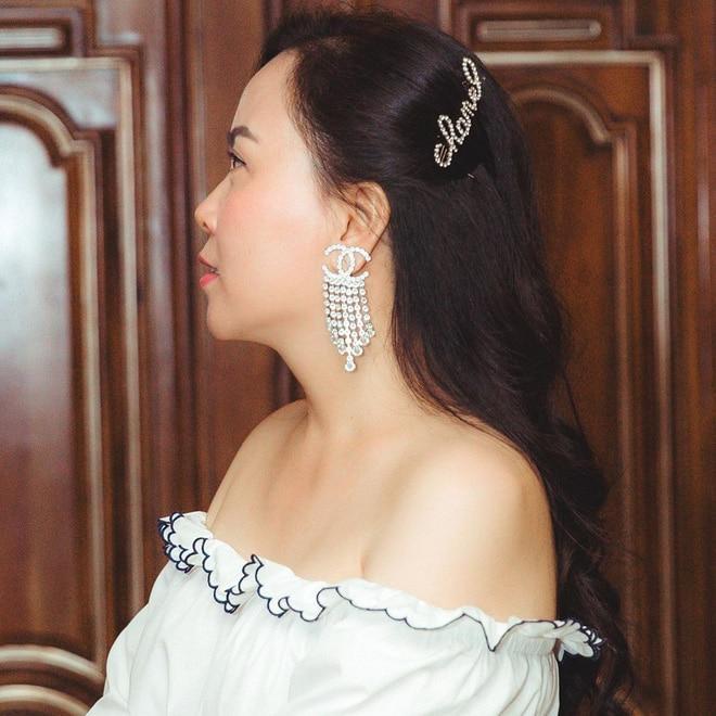 Đụng kẹp tóc 26 triệu đồng, Lan Khuê gợi cảm, Tường San ngọt ngào, riêng Hoàng Yến Chibi lấy gối che thân vẫn xinh Ảnh 6