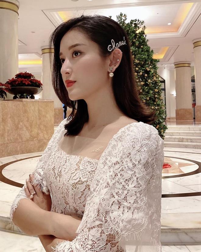 Đụng kẹp tóc 26 triệu đồng, Lan Khuê gợi cảm, Tường San ngọt ngào, riêng Hoàng Yến Chibi lấy gối che thân vẫn xinh Ảnh 2