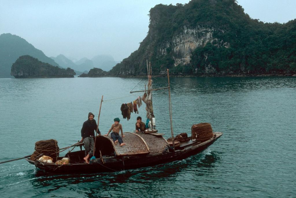 Nhịp sống hối hả, nhộn nhịp ở Quảng Ninh năm 1994-1995 Ảnh 1
