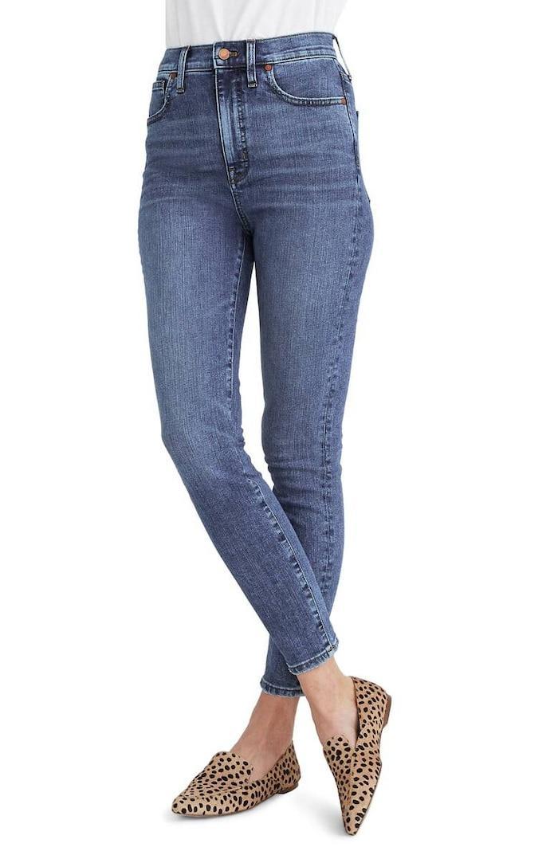 5 cách mix quần jeans đi làm thật thanh lịch cho ngày tới công sở sau khi hết cách ly xã hội Ảnh 3