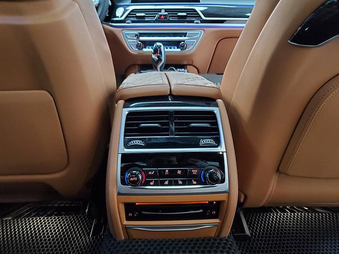 Đánh giá nhanh BMW 740Li Pure Excellence giá gần 6,3 tỷ đồng tại thị trường Việt Nam Ảnh 25