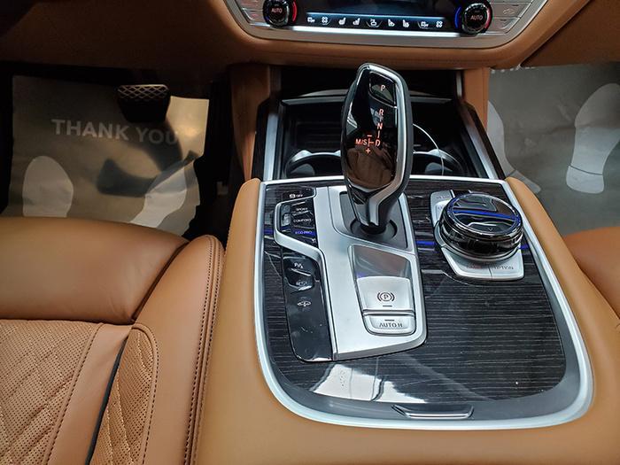 Đánh giá nhanh BMW 740Li Pure Excellence giá gần 6,3 tỷ đồng tại thị trường Việt Nam Ảnh 24