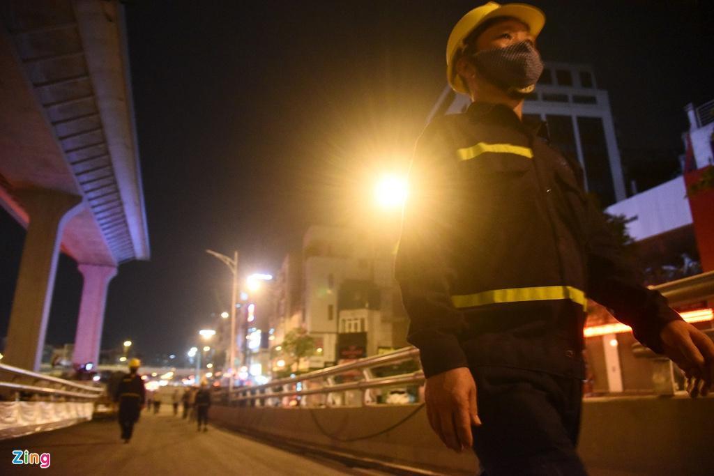 Thi công cầu cạn cao nhất Hà Nội giữa những ngày cách ly xã hội Ảnh 4