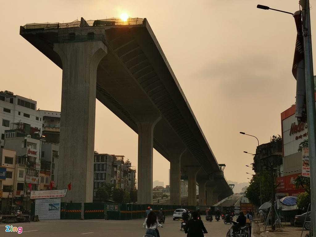 Thi công cầu cạn cao nhất Hà Nội giữa những ngày cách ly xã hội Ảnh 1