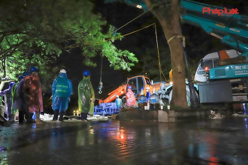 Trắng đêm thay bờ kè hồ Hoàn Kiếm bằng 'bê tông trường tồn' Ảnh 2