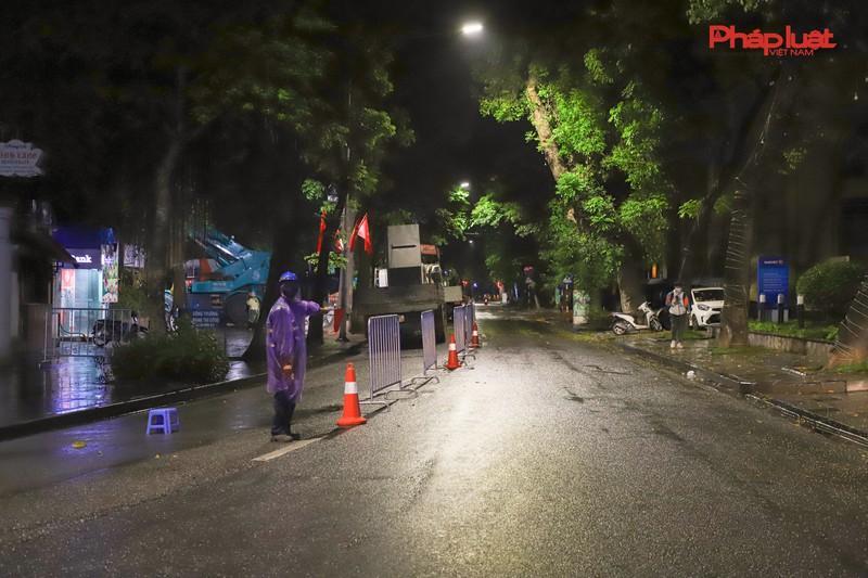 Trắng đêm thay bờ kè hồ Hoàn Kiếm bằng 'bê tông trường tồn' Ảnh 7