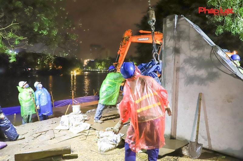 Trắng đêm thay bờ kè hồ Hoàn Kiếm bằng 'bê tông trường tồn' Ảnh 4