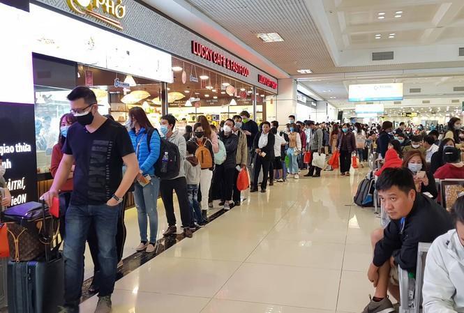 Gần 200 chuyến bay đến Nội Bài sau 2 ngày nới cách ly xã hội Ảnh 1
