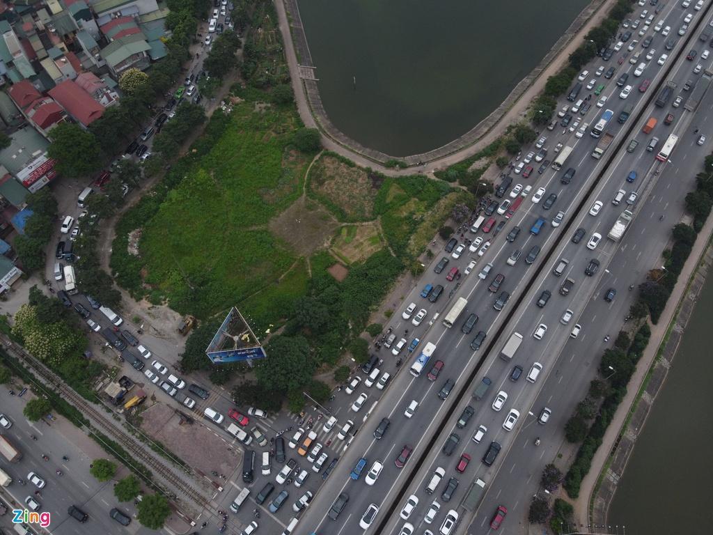 Người dân đổ về quê nghỉ lễ, cửa ngõ Hà Nội tắc gần 10 km Ảnh 2
