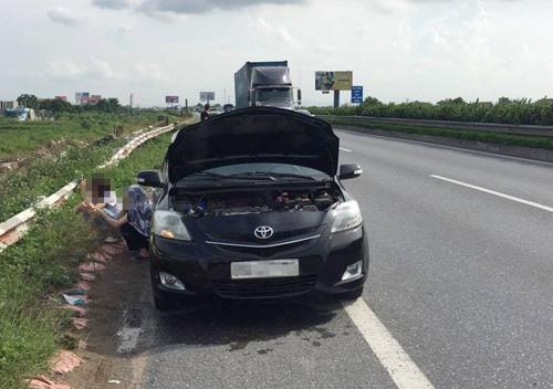 Hà Nội vào mùa nắng nóng, xử lý như nào khi xe ôtô báo quá nhiệt Ảnh 1