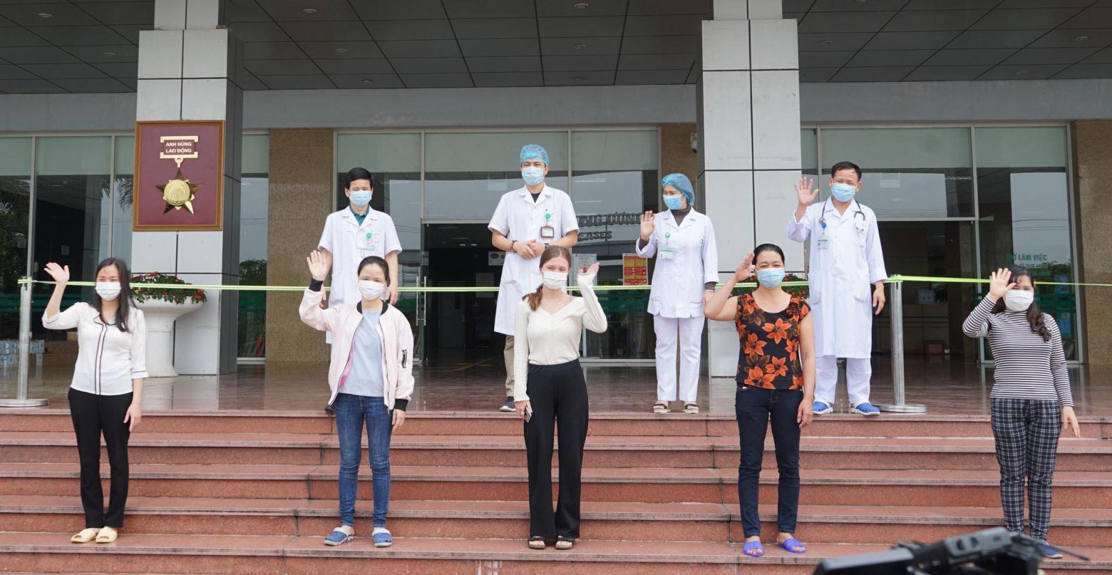 Hai bệnh nhân tái dương tính với virus SARS-CoV-2 sẽ ra viện vào ngày mai (5/5) Ảnh 1