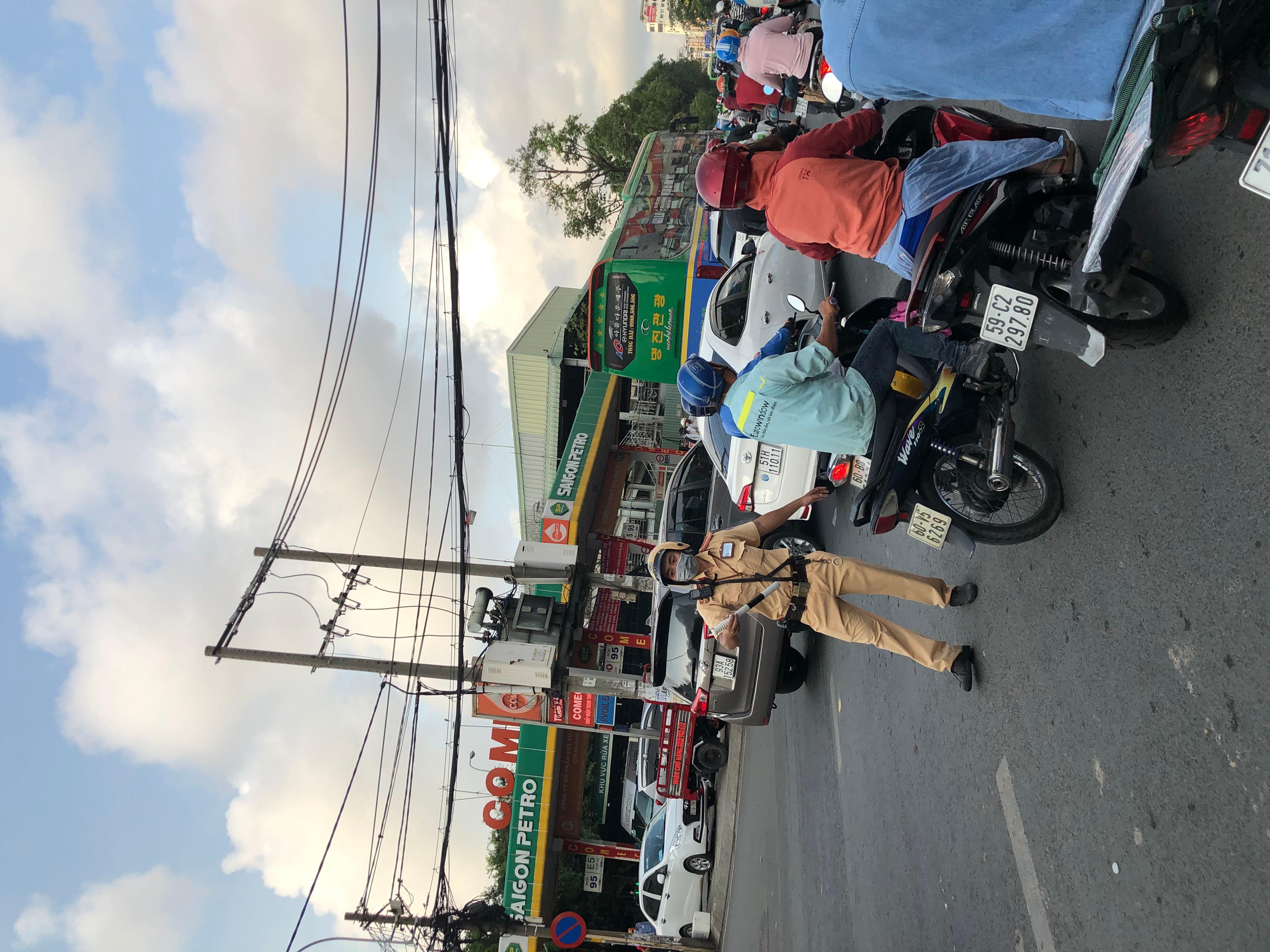 Sài Gòn kẹt xe trở lại Ảnh 5