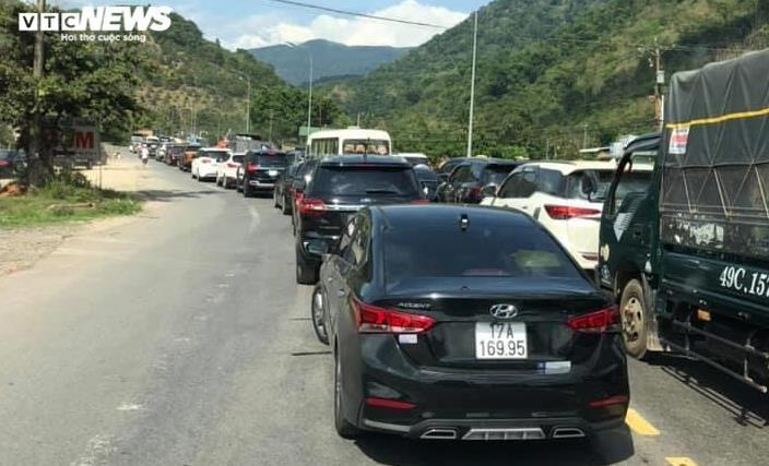 Sau 4 ngày nghỉ lễ: Số vụ tai nạn giao thông tăng, đua xe trái phép nhiều Ảnh 6