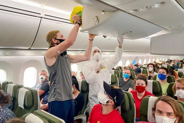 Ngày 10/5, Bamboo Airways thực hiện chuyến bay đặc biệt đưa công dân Anh và EU tại Việt Nam về Anh Ảnh 1