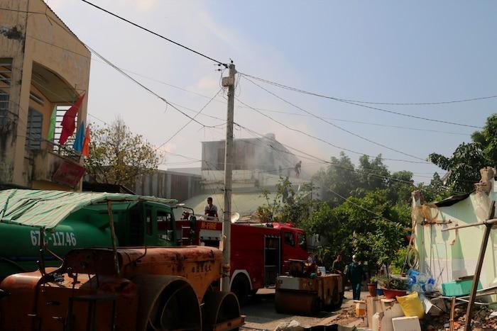 Cháy lớn tại khu tập thể Trung tâm Văn hóa ở An Giang, nhiều đạo cụ, phục trang biểu diễn bị thiêu rụi Ảnh 1