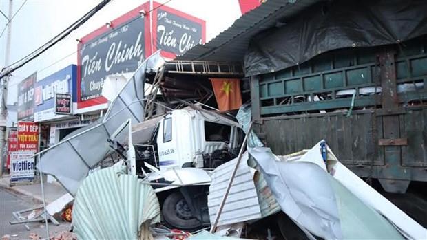 Xe container chở phế liệu gây tai nạn liên hoàn, tông vào 4 nhà dân Ảnh 1