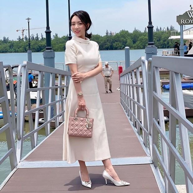 Hết giãn cách xã hội, dàn mỹ nhân Việt xúng xính váy áo đi du lịch Ảnh 18