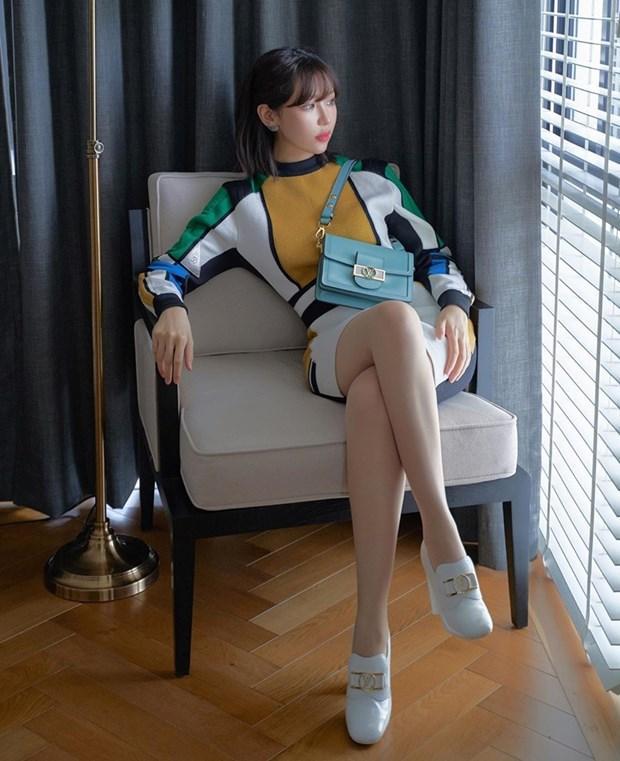 Hết giãn cách xã hội, dàn mỹ nhân Việt xúng xính váy áo đi du lịch Ảnh 15
