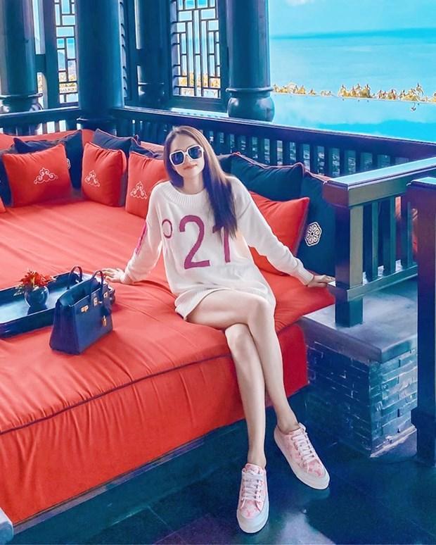 Hết giãn cách xã hội, dàn mỹ nhân Việt xúng xính váy áo đi du lịch Ảnh 5