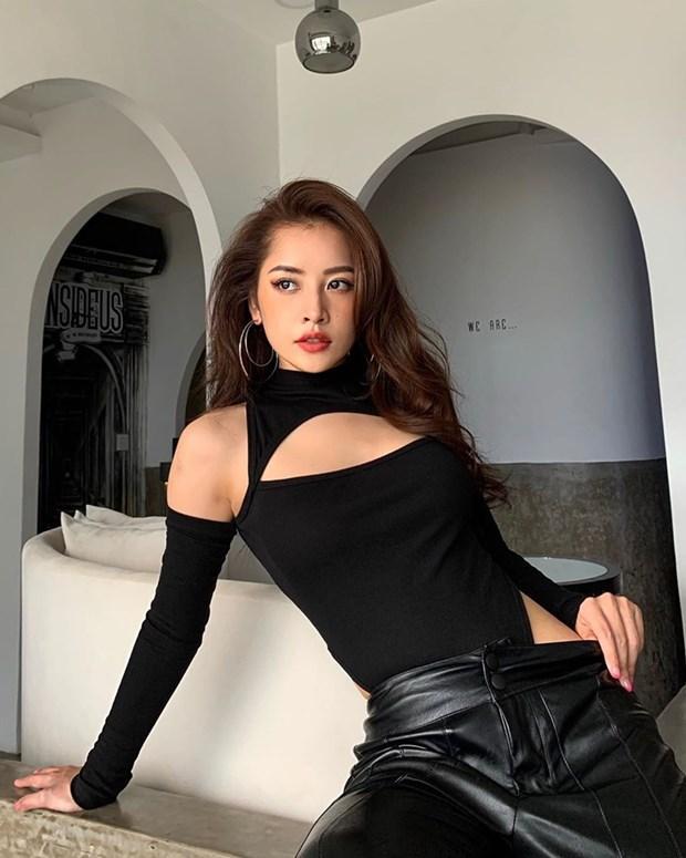 Hết giãn cách xã hội, dàn mỹ nhân Việt xúng xính váy áo đi du lịch Ảnh 10