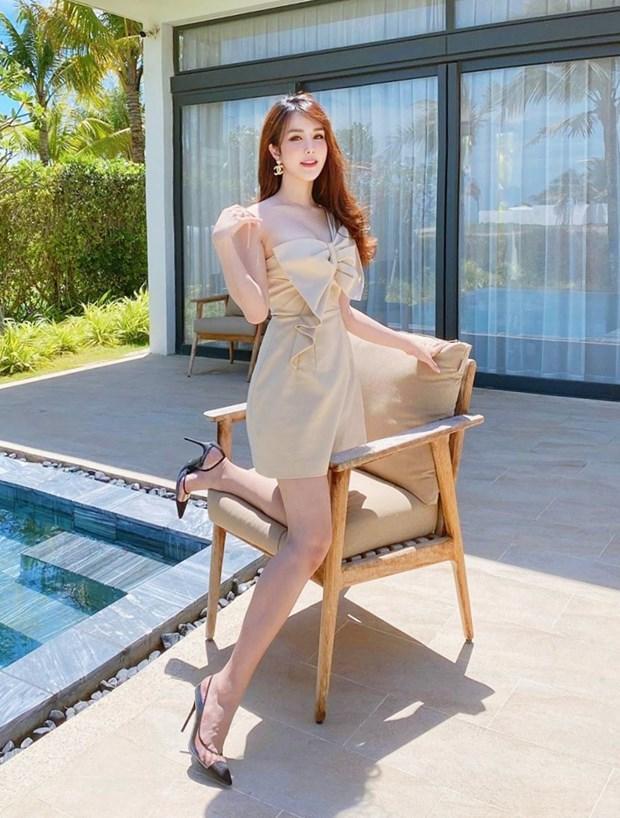 Hết giãn cách xã hội, dàn mỹ nhân Việt xúng xính váy áo đi du lịch Ảnh 3