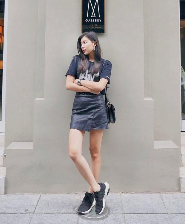 Hết giãn cách xã hội, dàn mỹ nhân Việt xúng xính váy áo đi du lịch Ảnh 16