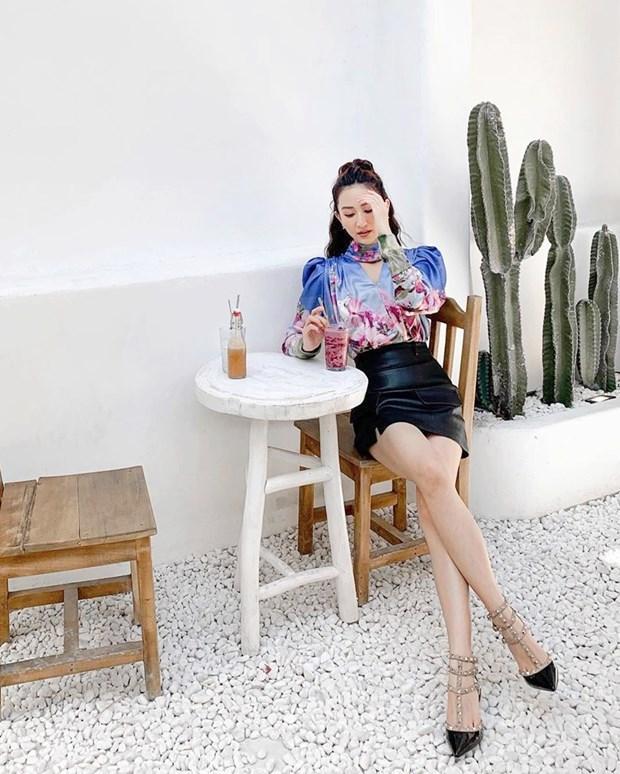 Hết giãn cách xã hội, dàn mỹ nhân Việt xúng xính váy áo đi du lịch Ảnh 8