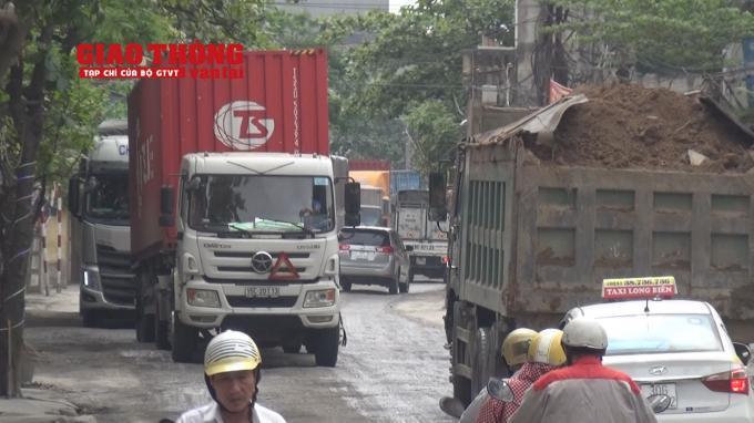 Con đường 'tang thương' dưới vệt bánh xe quá tải Ảnh 5