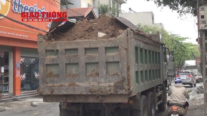 Con đường 'tang thương' dưới vệt bánh xe quá tải Ảnh 6