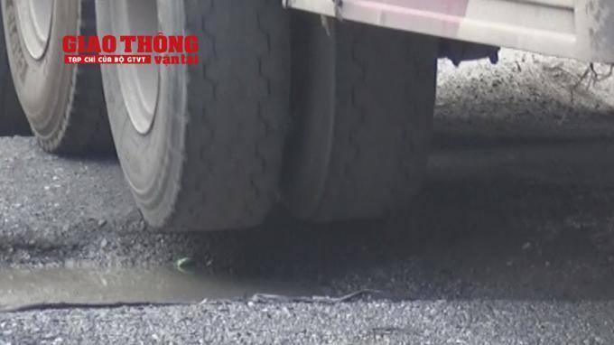 Con đường 'tang thương' dưới vệt bánh xe quá tải Ảnh 3