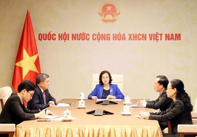 Chủ tịch Quốc hội Nguyễn Thị Kim Ngân điện đàm với Chủ tịch Quốc hội Lào P.Y-a-tho-tu Ảnh 1