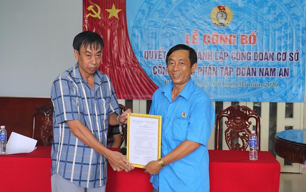 Liên đoàn Lao động huyện Phú Tân thành lập Công đoàn cơ sở mới Ảnh 2