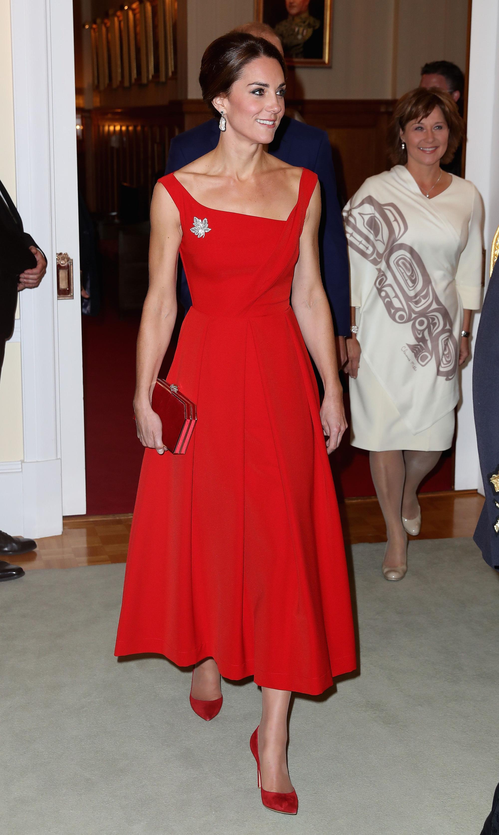 Mùa Hè chăm diện váy vóc, học theo Công nương Kate cách chọn giày với váy thì style của các chị em còn thăng điểm vài phần Ảnh 4