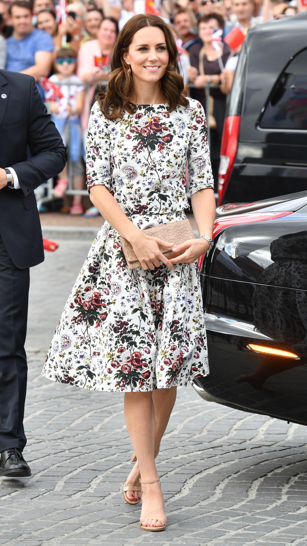 Mùa Hè chăm diện váy vóc, học theo Công nương Kate cách chọn giày với váy thì style của các chị em còn thăng điểm vài phần Ảnh 7