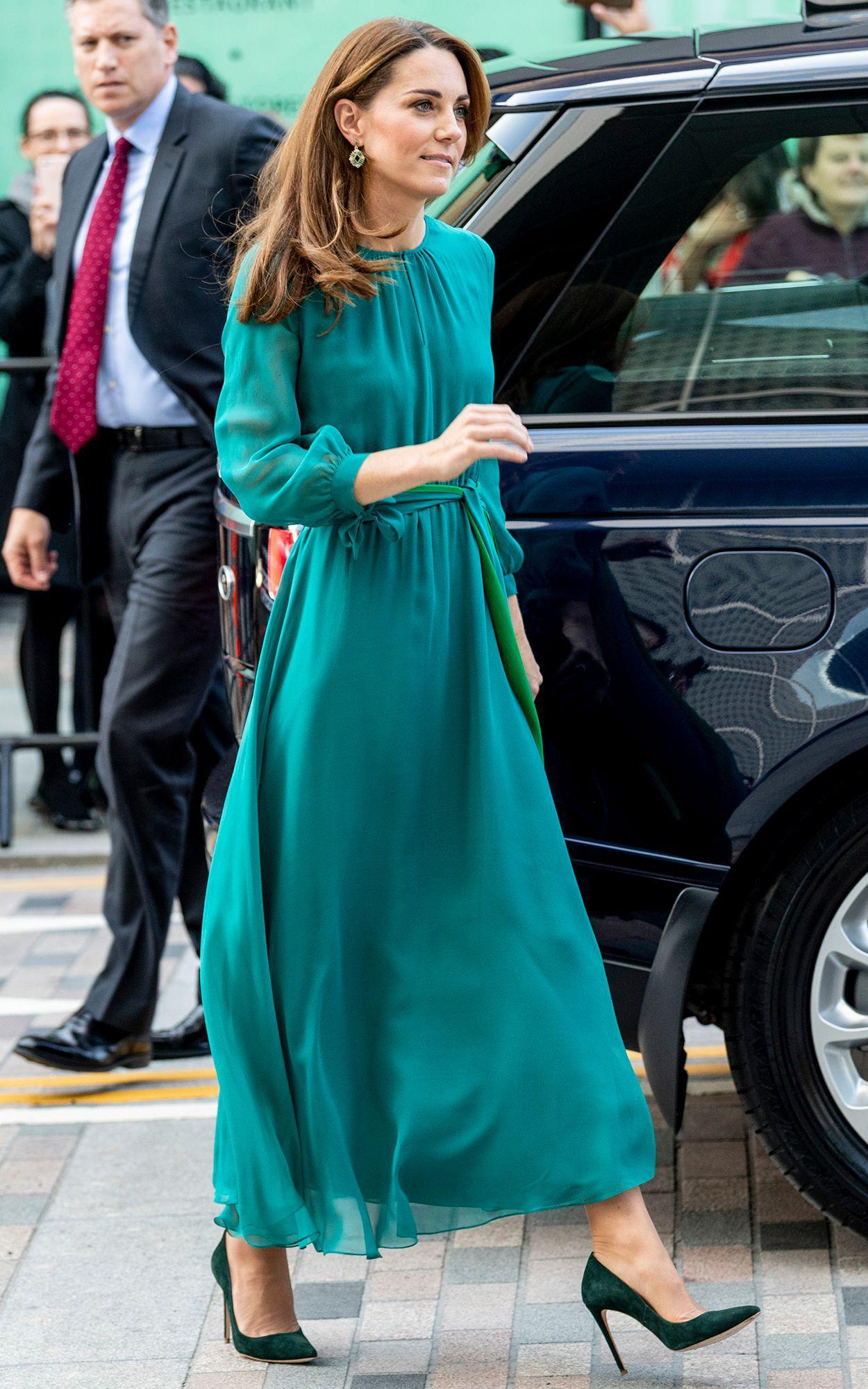 Mùa Hè chăm diện váy vóc, học theo Công nương Kate cách chọn giày với váy thì style của các chị em còn thăng điểm vài phần Ảnh 5