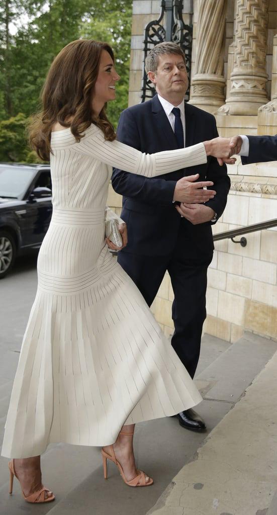 Mùa Hè chăm diện váy vóc, học theo Công nương Kate cách chọn giày với váy thì style của các chị em còn thăng điểm vài phần Ảnh 9