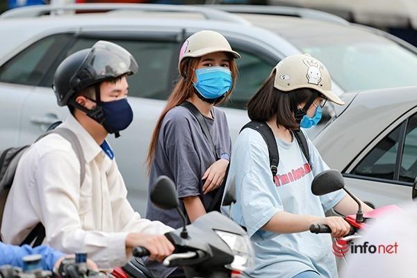 Giao thông tắc nghẽn trong ngày đầu tiên học sinh Hà Nội đi học trở lại Ảnh 8