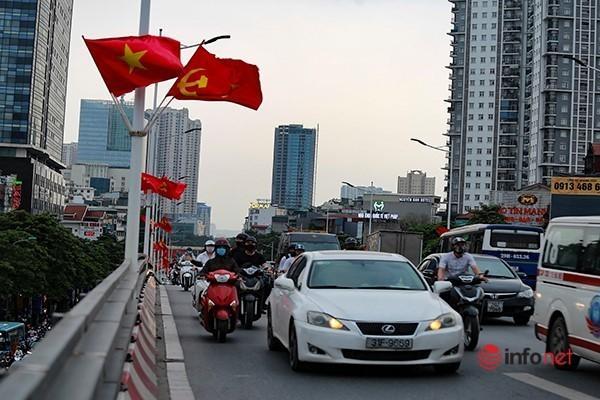 Giao thông tắc nghẽn trong ngày đầu tiên học sinh Hà Nội đi học trở lại Ảnh 10