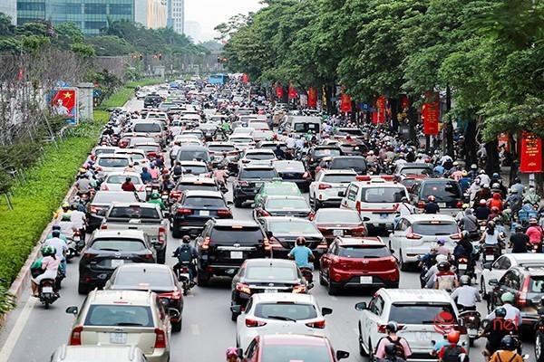 Giao thông tắc nghẽn trong ngày đầu tiên học sinh Hà Nội đi học trở lại Ảnh 3