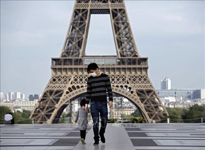 Người Pháp dè dặt trở lại cuộc sống thường nhật Ảnh 1