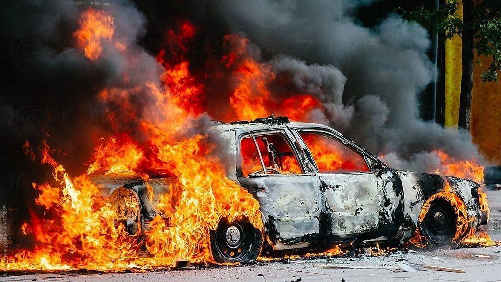 Các kỹ năng xử lý khi xe ô tô bốc cháy Ảnh 3