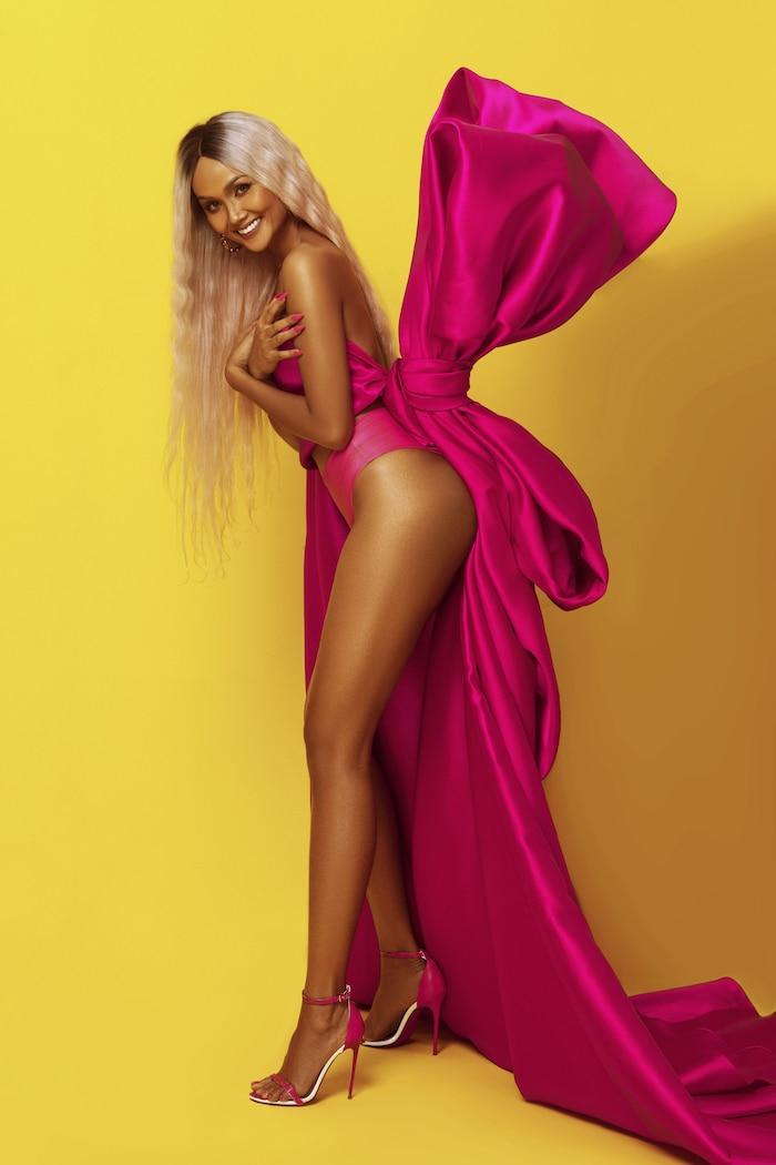 H'Hen Niê diện bikini hồng neon khoe trọn vẻ đẹp quyến rũ trong bộ ảnh mừng sinh nhật tuổi 28 Ảnh 6