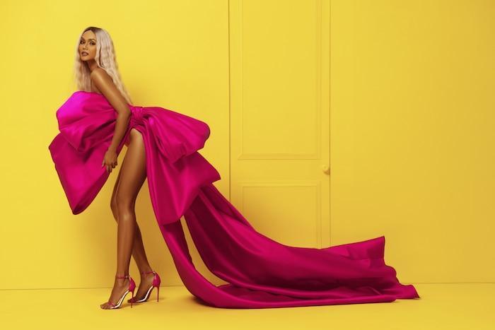 H'Hen Niê diện bikini hồng neon khoe trọn vẻ đẹp quyến rũ trong bộ ảnh mừng sinh nhật tuổi 28 Ảnh 7