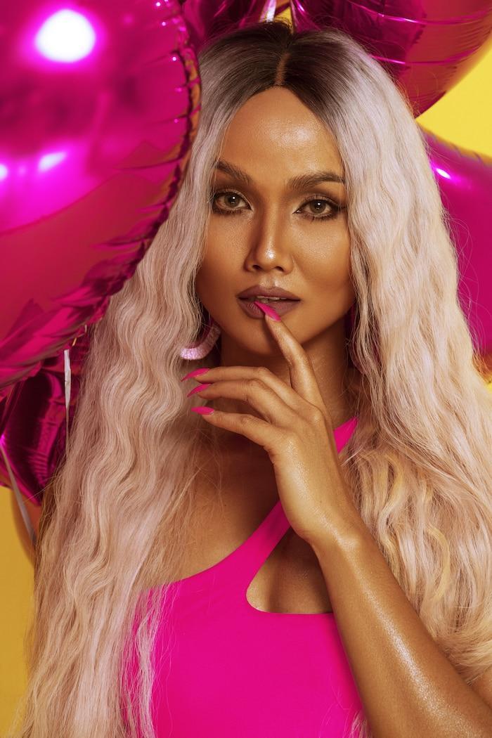 H'Hen Niê diện bikini hồng neon khoe trọn vẻ đẹp quyến rũ trong bộ ảnh mừng sinh nhật tuổi 28 Ảnh 1